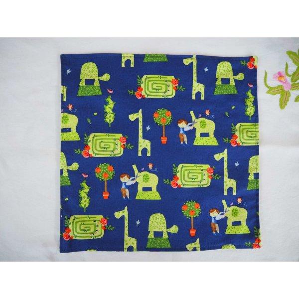12- Serviette de table 33x33cm, ours tons verts 3 faces différentes