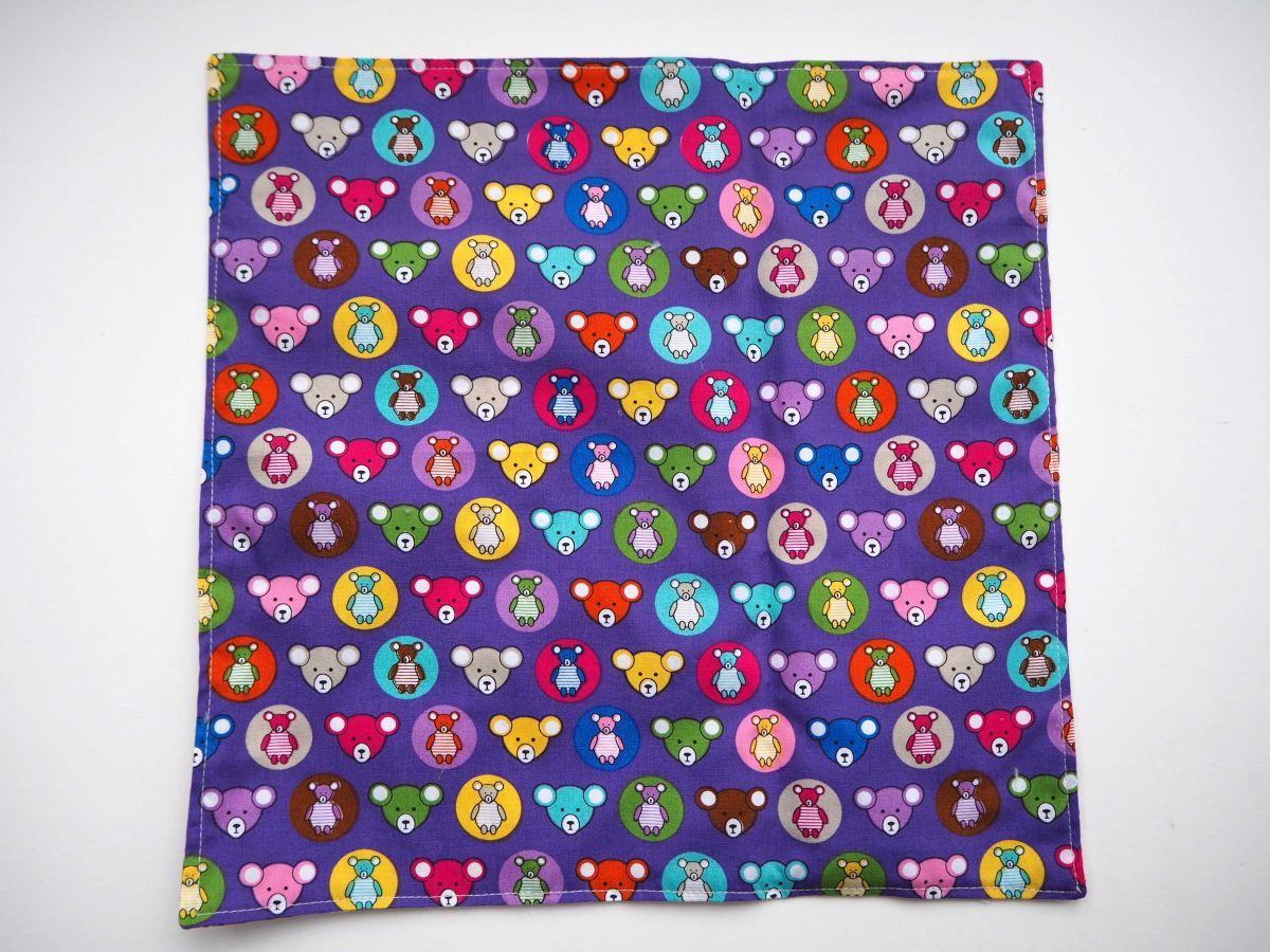 H- Serviette de table 33x33cm, ton rose/violet une face avec têtes d'ours, l'autre avec bulles colorées
