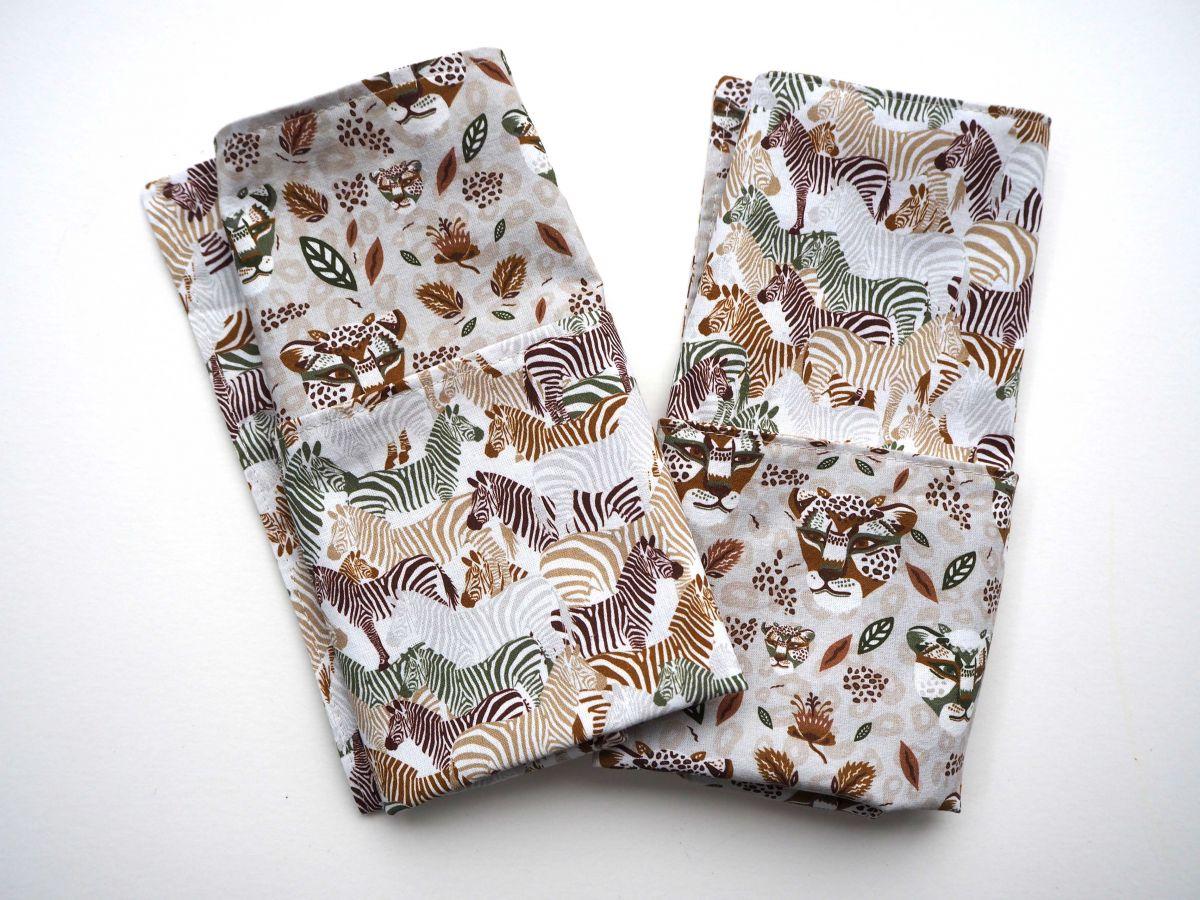 E- Serviette de table 33x33cm, ton beige une face avec zèbres, l'autre avec tigres