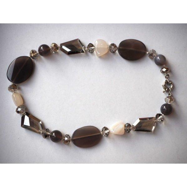 Superbe collier en cristal, verre et agate différents tons beige, taupe, 46cm