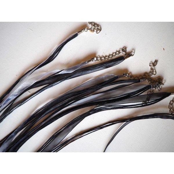 Tour de cou, collier court, fil coton et ruban, tons noirs/gris