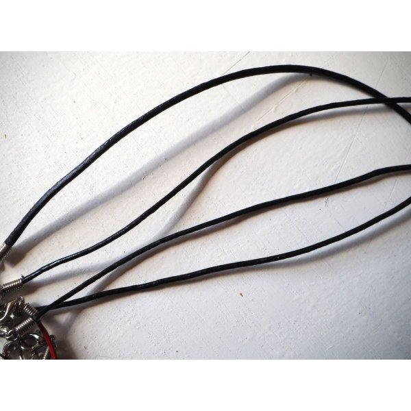 Tour de cou, collier court, fil cuir noir 1,5mm
