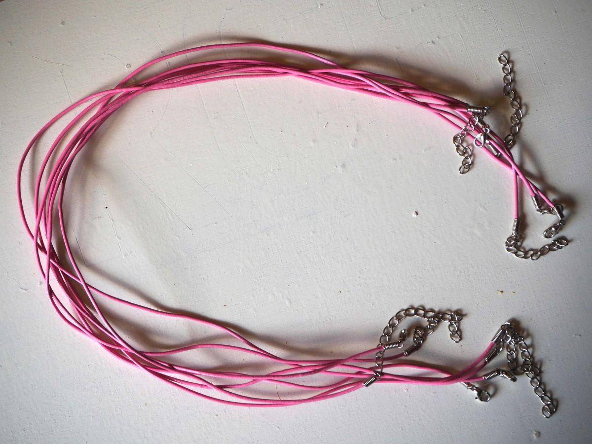 Tour de cou, collier court, fil cuir rose 1,5mm