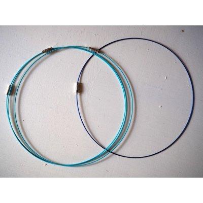 Tour de cou, collier court, fil acier, tons bleu turquoise/marine