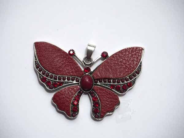 Très beau PAPILLON pendentif métal avec cuir bordeaux, perles et strass 7x5cm
