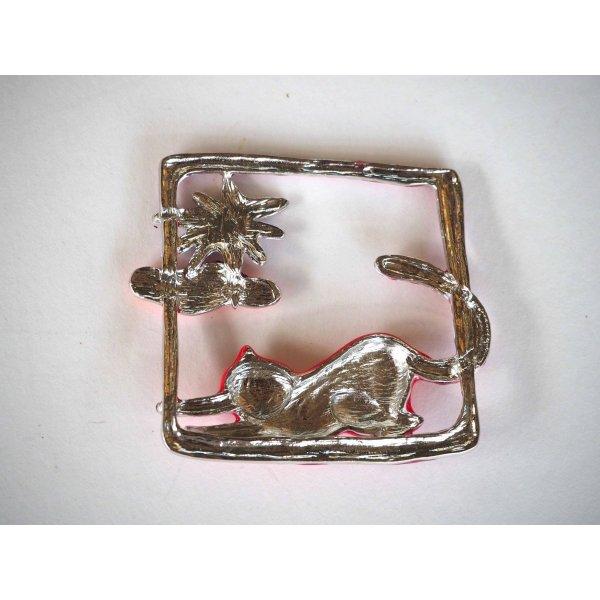 Très beau pendentif métal,carré 6x6cm, émaillé chat rouge