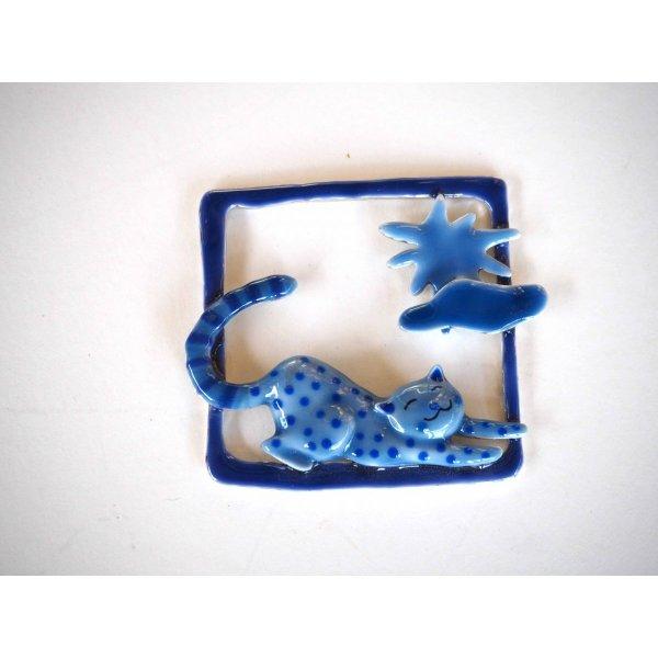 Très beau pendentif métal,carré 6x6cm, émaillé chat bleu