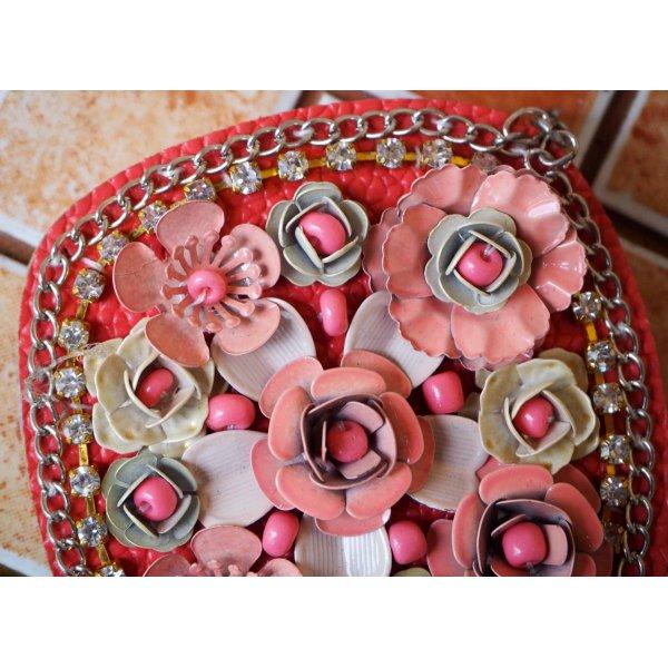 Très grand pendentif, avec roses alu sur cuir synth, tons rose pour porte clé, bijou de sac