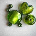 Lot de 7 Perles verre de styles différents  ovale ,ronde, plate, coeur différents tons de verts acides