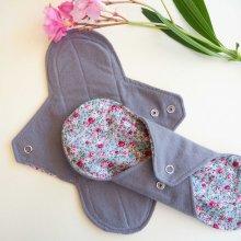 Serviette hygiènique T2 lavable,  flanelline gris uni, coton petites fleurs
