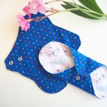 Serviette hygiènique lavable T1, bleu foncé pois multicolores, coton rose fleurs