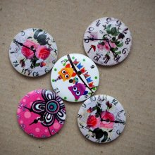 LOT 5 Gros boutons bois avec horloge mais motifs différents, 30mm ton blanc fleuri