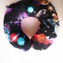 Coussin nuque , modèle animal, tissu noir, étoiles planètes