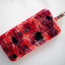 Pendentif domino, 5x2,5cm, peint à l'encre à l'alcool, modèle unique, tons rouges avec coeurs