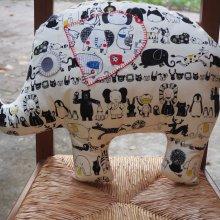 Eléphant,  tissu écru avec dessins animaux, 50x38x10cm, tout doux