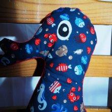 Bel HIPPOCAMPE brodé main,46x23cm, tons bleu fond/animaux marins