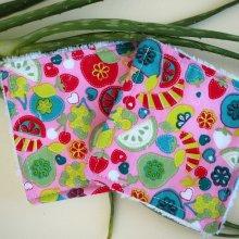 Lingette démaquillante lavable, tissu rose avec fruits