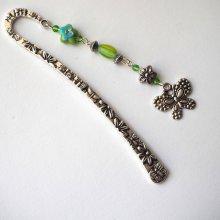 Marque-pages, argenté et ciselé avec pendentif argenté papillon, perles tons verts