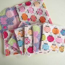 Pochette Nomade + 6 lingettes assorties, lavable, réutilisable, coton blanc avec lanternes multicolores