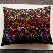 Gros coussin, tissu motif petits ronds colorés, 50x40cm