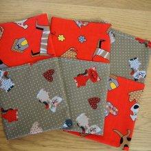 16-Serviette de table 33x33cm, chats fond marron clair et chiens fond rouge