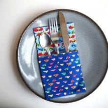 35- Serviette de table 33x33cm, ton bleu/petites voitures