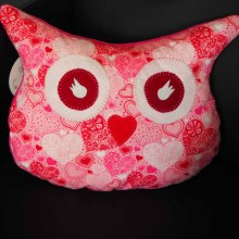 Coussin chouette/hibou, 38x32cm, tissu blanc avec coeurs rose, brodé main, Saint-Valentin
