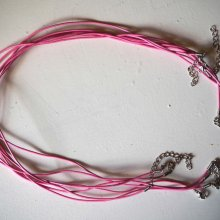 Tour de cou, collier court, fil cuir rose 1,5mm