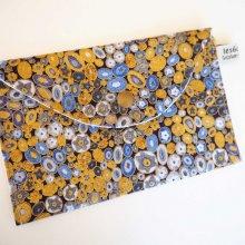Pochette doublée, coton kaufman doré et bleu noir, coton blanc avec gouttes   19x11cm