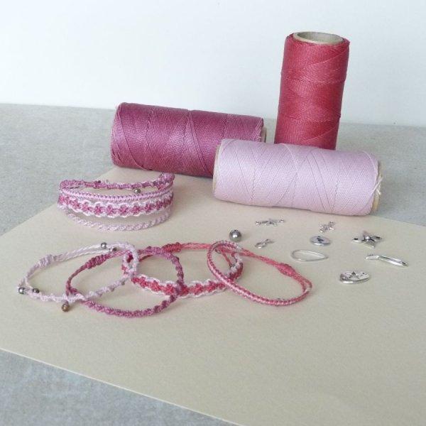 """Bijoux en micro-macramé à personnaliser  en """"Nuances de rose"""""""