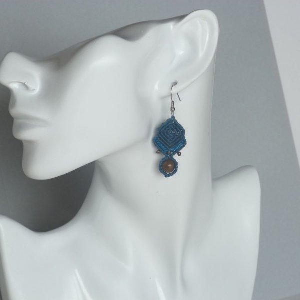 Boucles d'oreilles bleues en micro-macramé