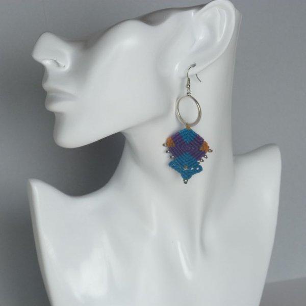 Boucles d'oreilles colorées en micro-macramé