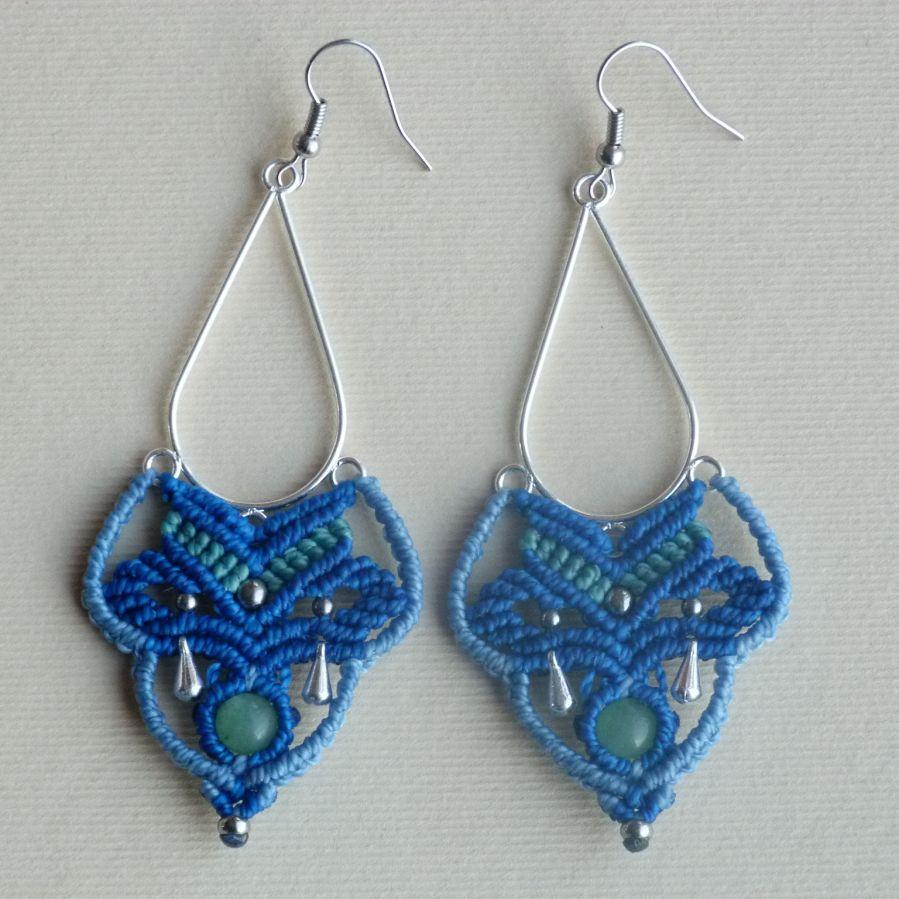 Boucles d'oreilles en micro-macramé  bleu/bleu ciel/vert turquoise