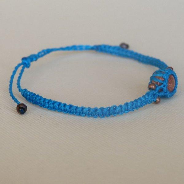 Bracelet fin en micro-macramé bleu turquoise