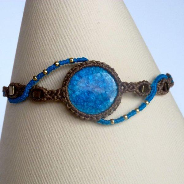 Bracelet kaki/bleu turquoise en micro-macramé  avec une céramique bleue