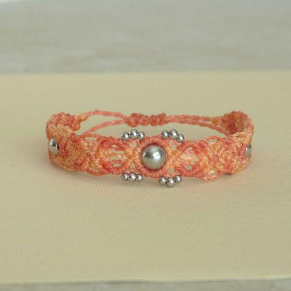 Bracelet en micro-macramé couleur pêche