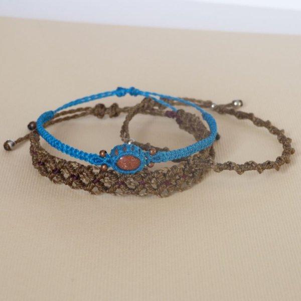 Ensemble de bracelets bruns/bleu turquoise en micro-macramé