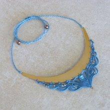 Collier  avec intercalaire en micro-macramé bleu turquoise