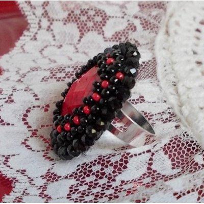 Bague Midnight in Paris,  éclat de rouge et noir. .