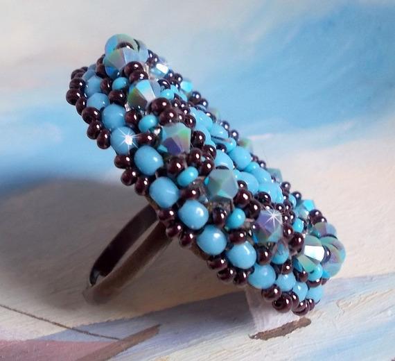 Bague Naïade Belle Bleu turquoise et crystal, un beau jeu de lumière.