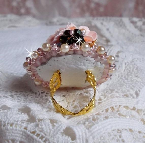 Bague Bohême brodée avec des cristaux de Swarovski