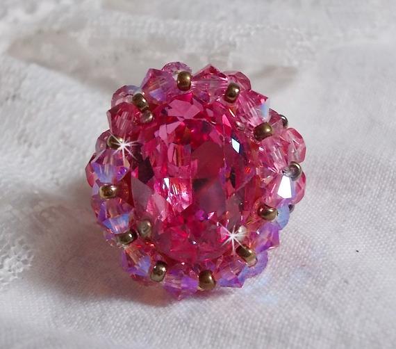 Bague Rose Royale avec des facettes et un cabochon en cristal de Swarovski
