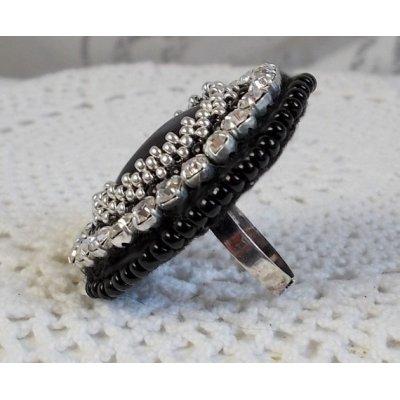 Bague Stone Noire brodée avec une pierre de gemme, un onyx noir et des cristaux
