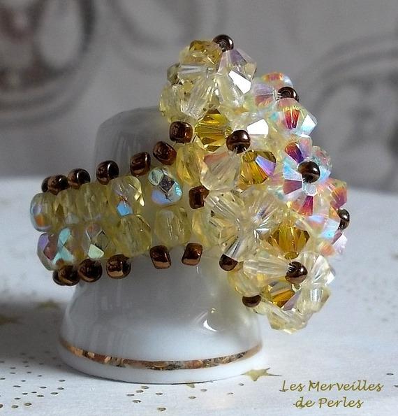 Bague Aurore  avec des facettes et des toupies en cristal de Swarovski