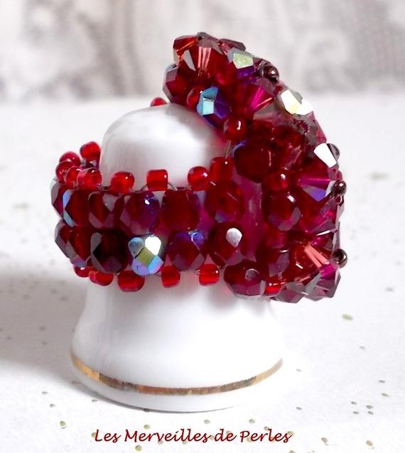 Bague Orchidée avec des facettes et des toupies en cristal de Swarovski