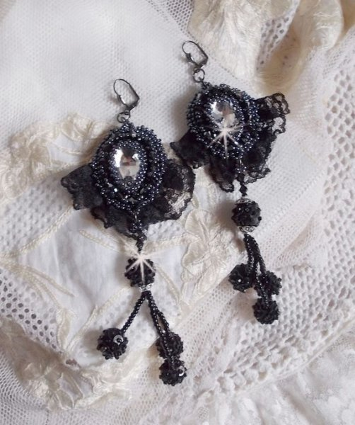 BO Tenue de Soirée brodées avec des cristaux de Swarovski, dentelle, perles nacrées..;