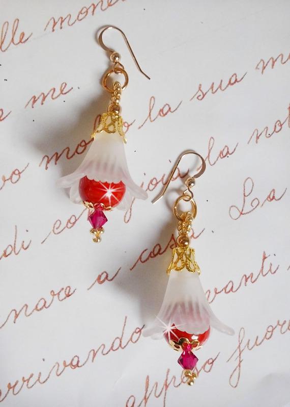 BO Secret Oriental avec des perles en céramique et des fleurs Lucite et des crochets d'oreilles en Gold Filled 14 carats