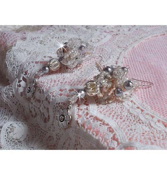 Boucles d'oreilles en perles rondes nacrées et rocailles brodées façon COCO