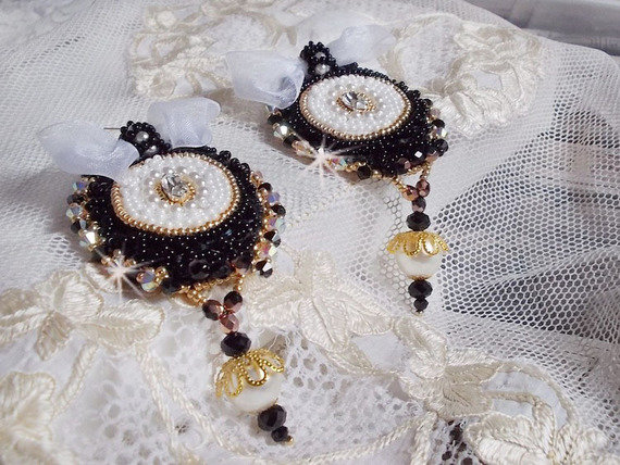 BO Noir Sacré brodées avec une dentelle noire façon vintage Haute-Couture