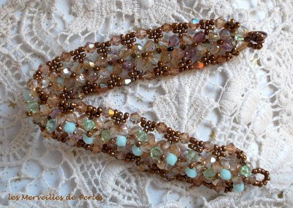 Bracelet Nénuphar, un reflet vert d'eau et doré avec ces toupies en cristal de Swarovski